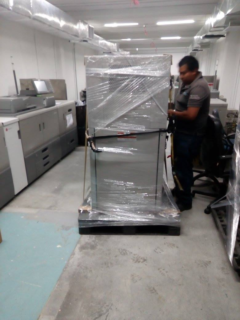 Nuestro personal inicia la maniobra de carga.
